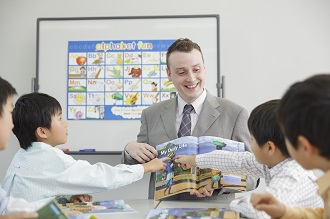 Teacher teaching 4 children in an AEON Kids class