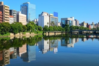 Picture of Hiroshima and a waterfront park on a sunny day in the Seibu region