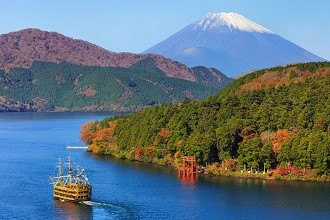 View of Hakone's Lake Ashi in the fall in the Shutoken region